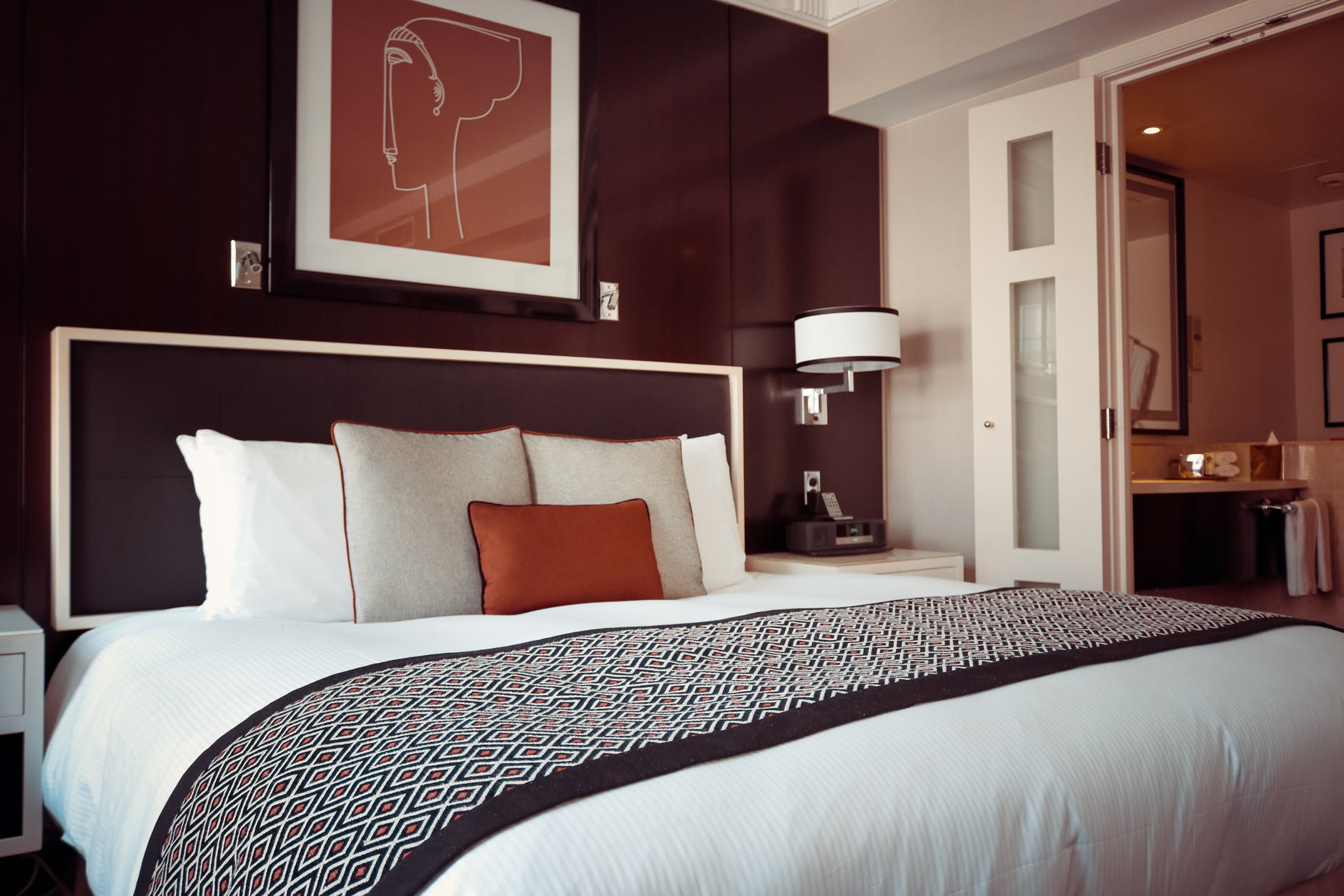 6 Hotel Housekeeping and Cleaning Tips to Always Keep in Mind