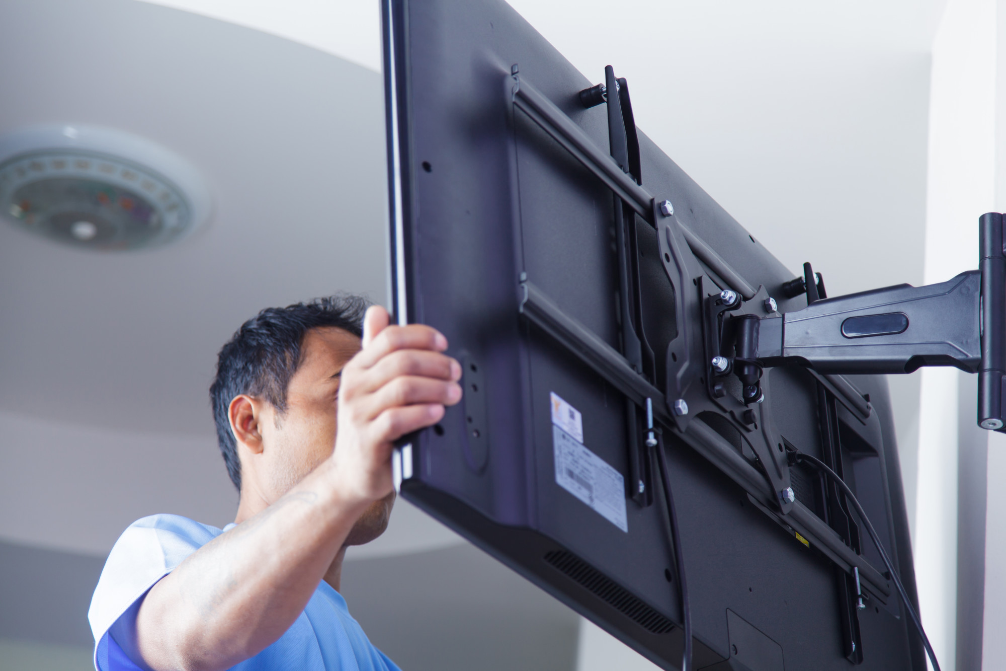 A Complete Guide That Makes Buying and Installing a TV Wall Mount Easy