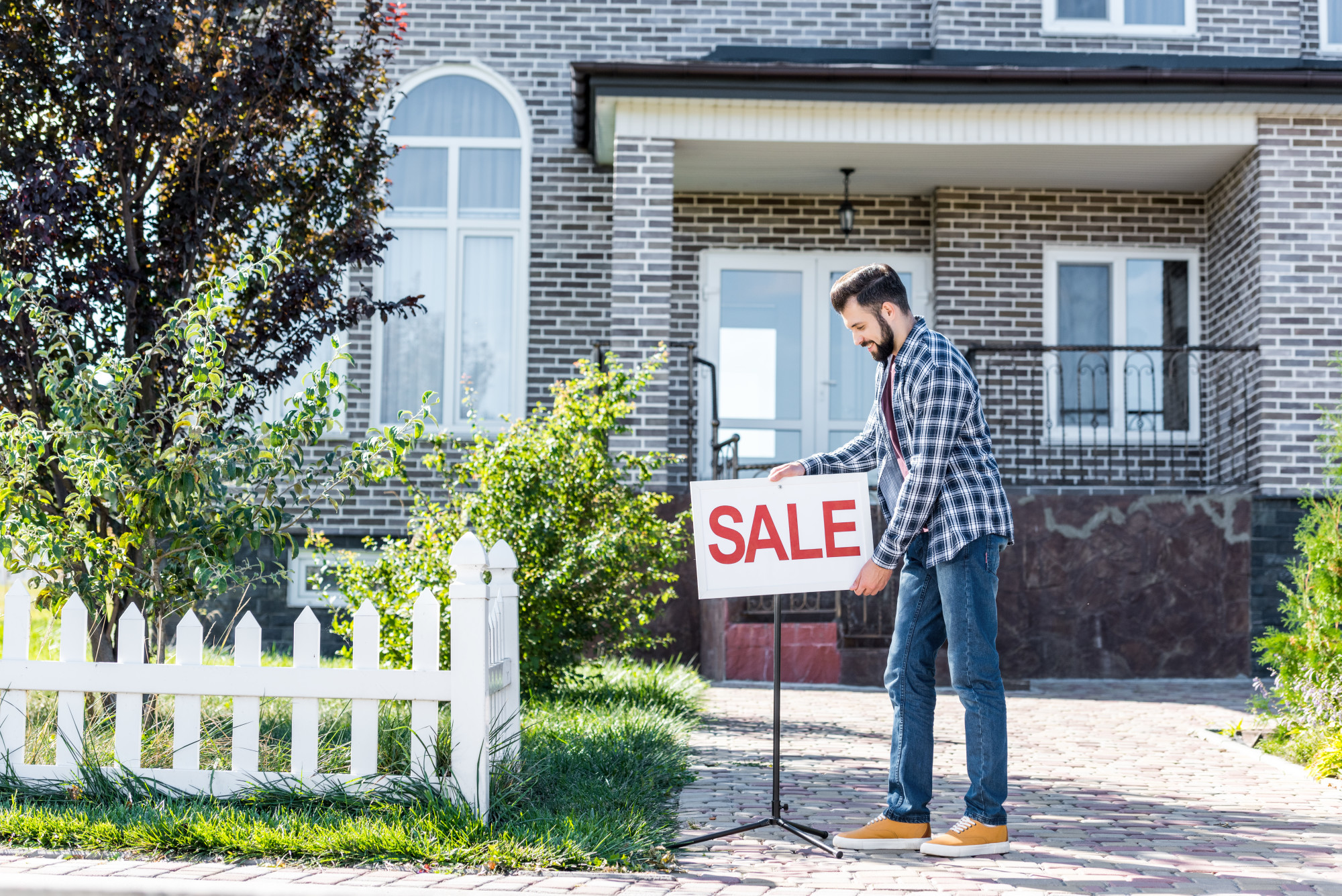 Insider Tips on How to Set an Attractive Home Sale Price for a Quick Sell