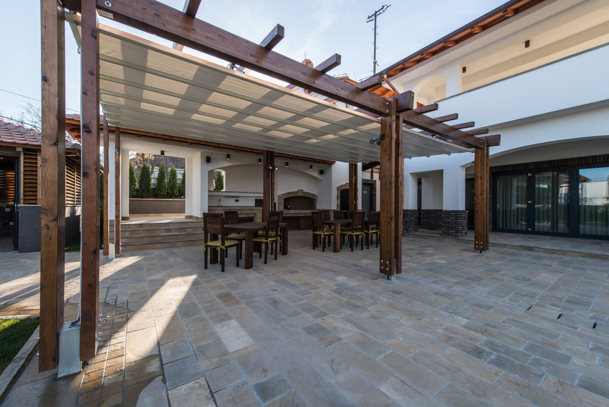 6 Tips on Choosing Outdoor Patio Flooring for Homeowners