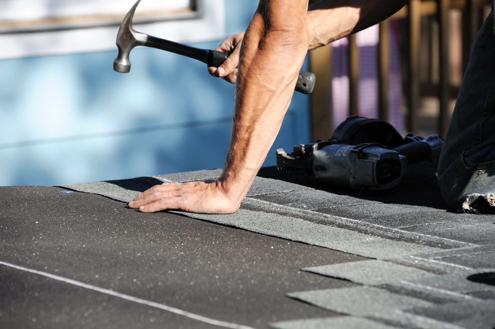 5 Usual Signs That It's Time to Hire a Residential Roofing Company
